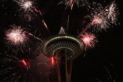 De Ruimtenaald van Seattle met Vuurwerk in Nieuwjaarnacht Royalty-vrije Stock Foto
