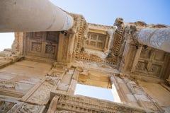 De ruïnes van Bibliotheek Celsus in Ephesus Stock Foto