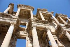 De Ruïnes van de bibliotheek in Ephesus Stock Afbeeldingen