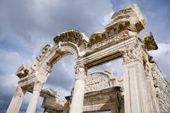 De ruïnes van de Tempel van Hadrian Stock Afbeeldingen