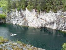 Is de Ruskeala marmeren steengroeve omgezet in mooi park in Russisch Kareli? royalty-vrije stock fotografie