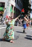 De russisch-spreekt Amerikaanse deelnemers van LGBT Pride Parade in NY Stock Afbeelding