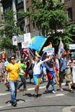 De russisch-spreekt Amerikaanse deelnemers van LGBT Pride Parade in NY Stock Foto's