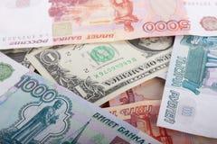 De Russische Duizend Bankbiljetten van Roebels en van de Dollar Stock Foto's