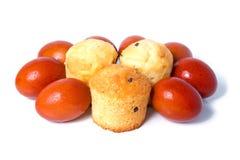 De Russische gekleurde eieren van Pasen voedsel Stock Fotografie