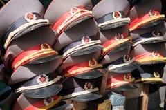 De Russische kappen van de legerambtenaar - de herinnering van Oost-Berlijn royalty-vrije stock afbeelding