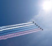 De Russische militaire vliegtuigen vliegen in vorming over Moskou tijdens Victory Day-parade, Rusland Stock Foto