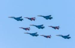 De Russische Ridders en 5 su-27 Swifts Royalty-vrije Stock Foto's