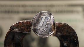 De Russische roebel is in een ondeugd De economie van Rusland valt Stock Foto
