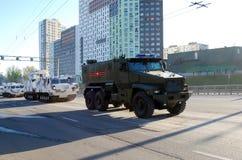 De Russische veelvoudig-doelpantserwagen van de verhoogde veiligheid van 'tayfun-U 'Oeralgebergte-63099 royalty-vrije stock fotografie