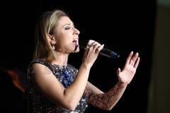 De Russische zanger Margarita Pozoyan spreekt bij het Ministerie van justitie van de Russische Federatie Stock Foto
