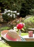 De rust van de hoed op hangmat Royalty-vrije Stock Afbeeldingen