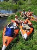 De Rust van Kayakers Stock Afbeelding