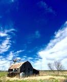 De rustieke bouw in Texas op een verlaten boerderij Stock Foto