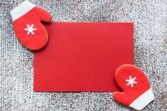 De rustieke kaart van de Kerstmisgroet in rood en wit kleurenconcept Royalty-vrije Stock Foto's