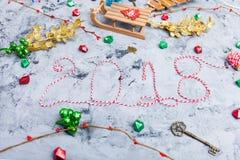 De rustieke Kerstmisvlakte legt, Tekst 2018 Stock Fotografie
