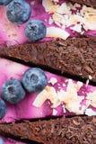 De ruwe cake van de veganistchocolade Stock Fotografie