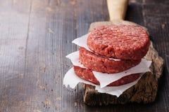 De ruwe koteletten van het de Hamburgerlapje vlees van het rundergehaktvlees Stock Foto's