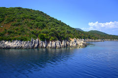 De ruwe kust van het Ithacaeiland, Griekenland royalty-vrije stock foto's