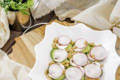 De ruwe salade stemde selectieve nadruk Royalty-vrije Stock Afbeeldingen