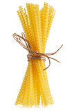 De ruwe samenstelling van de deegwarenbos verbindend met stro Royalty-vrije Stock Foto