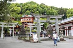 De saga, Japan - Mei 1, 2019 - Toerist bij het Heiligdom van Yutoku Inari is het derde - grootst van Japanse architectuurtempel g stock afbeelding