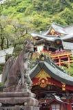 De saga, Japan - Mei 1, 2019 - Toerist bij het Heiligdom van Yutoku Inari is het derde - grootst van Japanse architectuurtempel g royalty-vrije stock foto