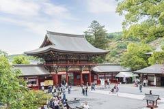 De saga, Japan - Mei 1, 2019 - Toerist bij het Heiligdom van Yutoku Inari is het derde - grootst van Japanse architectuurtempel g stock foto's
