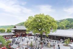 De saga, Japan - Mei 1, 2019 - Toerist bij het Heiligdom van Yutoku Inari is het derde - grootst van Japanse architectuurtempel g stock afbeeldingen