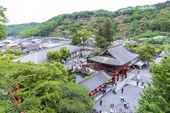 De saga, Japan - Mei 1, 2019 - Toerist bij het Heiligdom van Yutoku Inari is het derde - grootst van Japanse architectuurtempel g royalty-vrije stock afbeelding