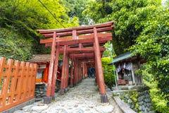 De saga, Japan - Mei 1, 2019 - Torii (Japanse rode houten poort) van het Heiligdom van Yutoku Inari is het derde - grootst van Ja royalty-vrije stock foto