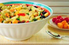 De salade en de kant van deegwaren Stock Afbeelding
