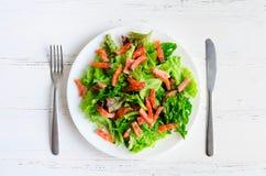 De salade van de bladgroente met gerookte zalm Royalty-vrije Stock Fotografie