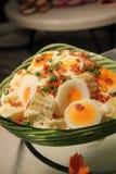 De salade van de aardappel en van het ei Stock Afbeeldingen