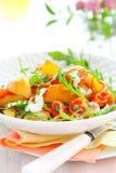 De salade van de aardappel met gerookte zalm Stock Afbeeldingen