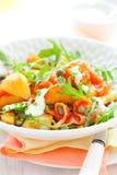 De salade van de aardappel met gerookte zalm stock foto