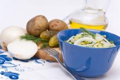 De salade van de aardappel op plattelander royalty-vrije stock foto
