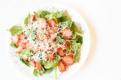 De Salade van de aardbeispinazie Stock Afbeelding