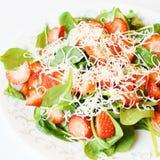 De Salade van de aardbeispinazie Stock Foto