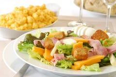 De Salade van de chef-kok met Macaroni en Kaas royalty-vrije stock afbeelding