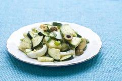 De salade van de courgette met ei en olijven Royalty-vrije Stock Fotografie