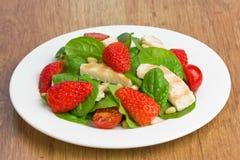 De salade van de de kippenaardbei van de spinazie Royalty-vrije Stock Afbeelding