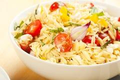 De Salade van de Deegwaren van Orzo Stock Foto's