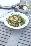 De salade van de kouskous op openluchtlijst Stock Afbeelding