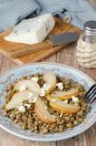 De salade van de linze met gekarameliseerde perenclose-up Royalty-vrije Stock Afbeeldingen