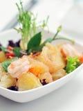 De Salade van de pompelmoes en van Garnalen Royalty-vrije Stock Afbeeldingen