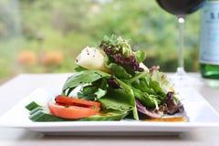 De Salade van de spinazie, van de Tomaat en van de Komkommer Stock Foto's