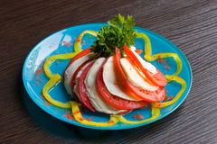 De salade van de tomaat en van de kaas Stock Afbeeldingen