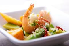 De salade van garnalen, van de avocado en van de mango Royalty-vrije Stock Foto's