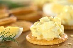 De Salade van het ei op Cracker Stock Afbeelding